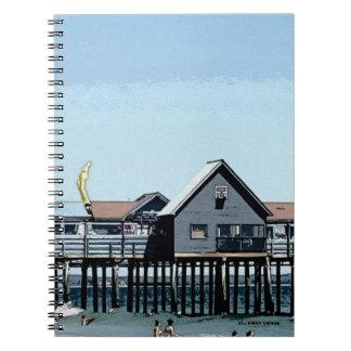 海および桟橋および古い果樹園のビーチメイン ノートブック