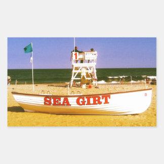 海によって授けられるライフガードのボート 長方形シール