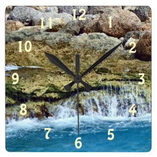 海によって洗浄される石 スクエア壁時計