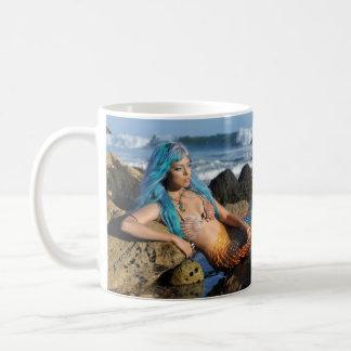 海によるアクアマリンの人魚 コーヒーマグカップ