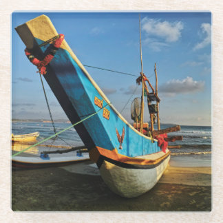 海によるカラフルな漁船 ガラスコースター