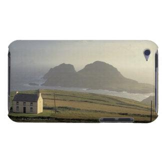 海による丘のコテッジの空中写真 Case-Mate iPod TOUCH ケース