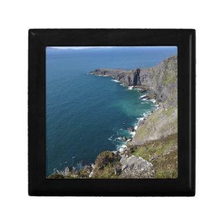 海によるDingleアイルランドのアイルランドの崖 ギフトボックス