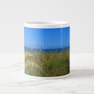 海のオートムギは砂丘海および空の写真を浜に引き上げます ジャンボコーヒーマグカップ