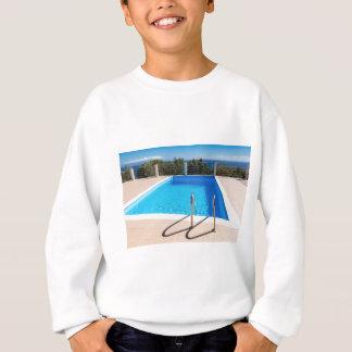 海のステップの青いプール スウェットシャツ