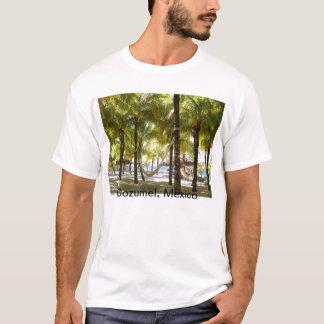 海のワイシャツによるハンモックおよびヤシの木 Tシャツ