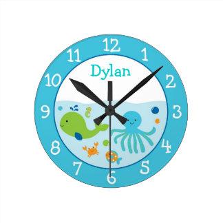 海の名前入りな時計の下 ラウンド壁時計
