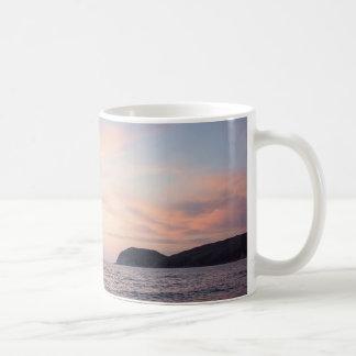 海の地平線の日没のマグ コーヒーマグカップ