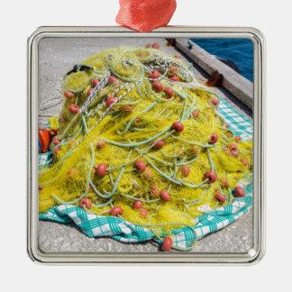 海の地面の黄色い魚網の積み重ね メタルオーナメント