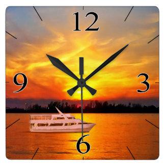 海の日没のヨット(ヨットを保ちますか、または取除いて下さい) スクエア壁時計