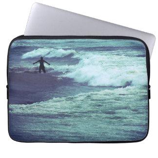 海の波の人 ラップトップスリーブ