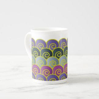 海の渦巻の紫色の骨灰磁器のマグ ボーンチャイナカップ