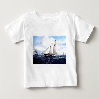 海の競争ヨット ベビーTシャツ