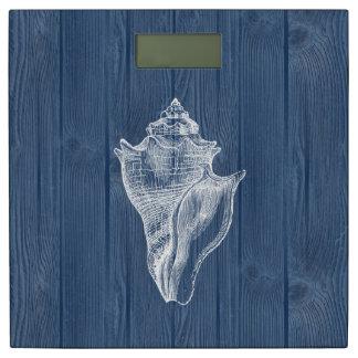 海の貝の白いヴィンテージの青い木製のスケール 体重計
