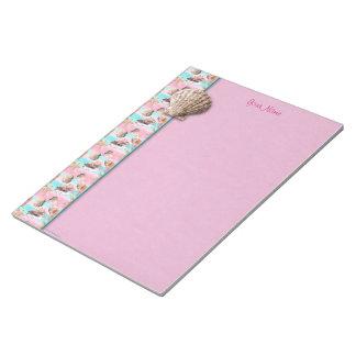 海はピンクおよびターコイズの水彩画を殻から取り出します ノートパッド