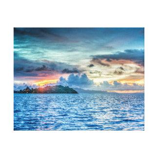 海を渡るBora Boraの日没 キャンバスプリント