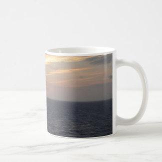 海上の日の出 コーヒーマグカップ
