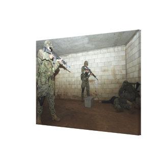 海兵隊員はSASOのインストラクターを下ろしておきます キャンバスプリント