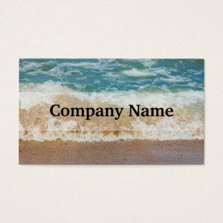 海岸で衝突する波海の写真 名刺