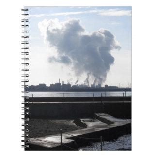 海岸に沿う産業景色 ノートブック