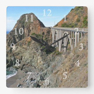 海岸のハイウェー1 -大きい入り江橋 クロック