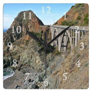 海岸のハイウェー1 -大きい入り江橋 スクエア壁時計