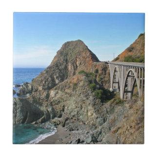 海岸のハイウェー1 -大きい入り江橋 タイル