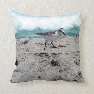 海岸の小さい鳥 クッション