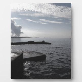 海岸の空気汚すことに沿う産業景色 フォトプラーク