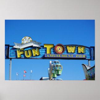 海岸の高さのFuntown桟橋 ポスター