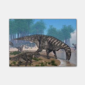 海岸線のIguanodonの恐竜の群れ ポストイット