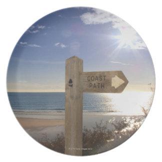 海岸道の近いビーチ、Gerransのための印ポスト プレート