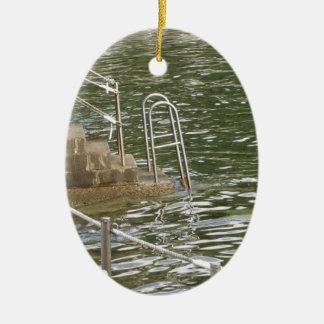 海水に降りる梯子 セラミックオーナメント