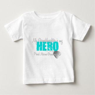 海洋の祖母の孫娘の英雄 ベビーTシャツ
