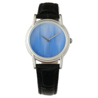 海洋の青のグラデーションな波 腕時計