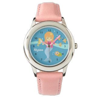 海洋動物の下のかわいく小さい人魚の女の子 腕時計