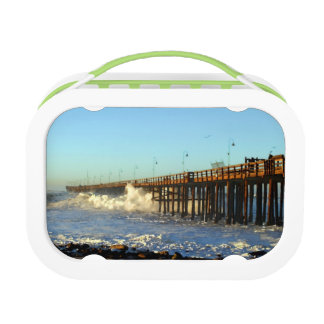 海洋波の嵐桟橋