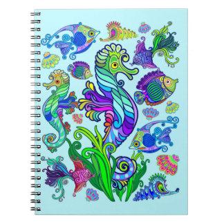 海洋生物のエキゾチックな魚及びタツノオトシゴ ノートブック