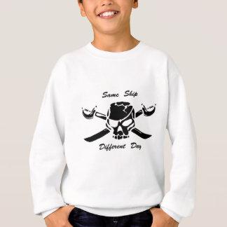 海賊海賊旗は同じ違うな日を出荷します スウェットシャツ