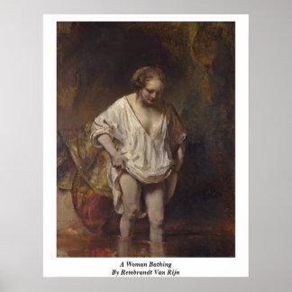 浸っている女性。 Rembrandt Van Rijn著 ポスター