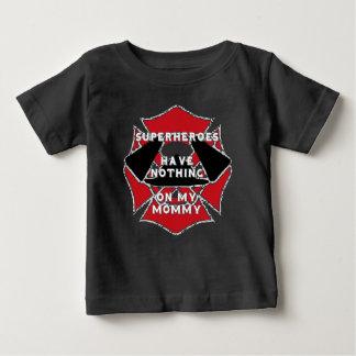 消防士のお母さん ベビーTシャツ