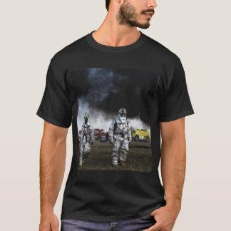消防士の黒人男性のTシャツ Tシャツ