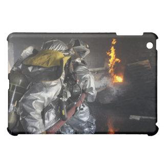 消防士は訓練roの火を消します iPad mini カバー