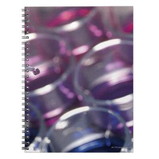 液体が付いているピペットそしてペトリ皿 ノートブック