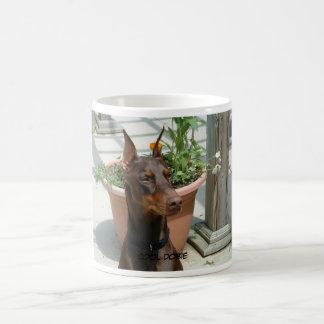 涼しいドーベルマン(犬)のコーヒー・マグ コーヒーマグカップ