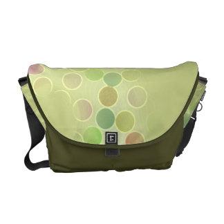 涼しい緑によって斑点を付けられるバッグ メッセンジャーバッグ