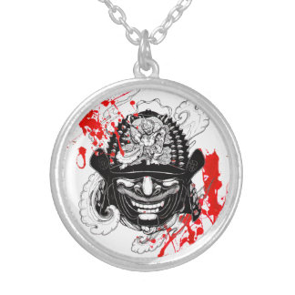涼しい血の(ばちゃばちゃ)跳ねるの武士の鬼のマスクの舵輪の入れ墨 シルバープレートネックレス
