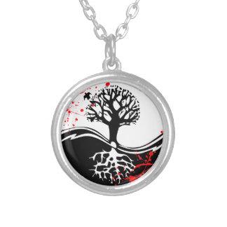 涼しい血の(ばちゃばちゃ)跳ねるの陰陽の木の入れ墨の芸術 シルバープレートネックレス