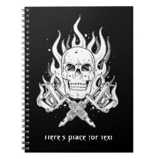 涼しくクラシックでエレガントな白黒のスカルの入れ墨 ノートブック