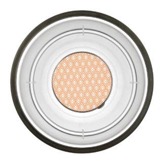 淡いオレンジ色および白いダイヤモンド ペットボウル